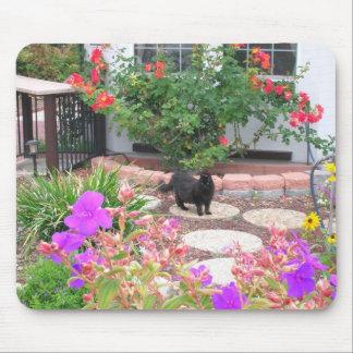 Tinkerbelle no jardim mousepads
