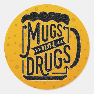 Tipografia engraçada das drogas das canecas do adesivo