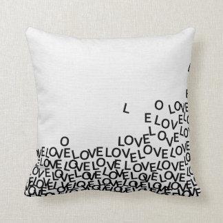 Tipografia moderna preto e branco do texto do amor almofada