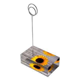 Titular do cartão rústico da mesa da madeira e do  suporte para cartoes de mesa