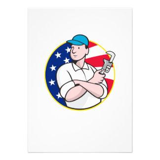 Trabalhador americano do canalizador com chave aju convite