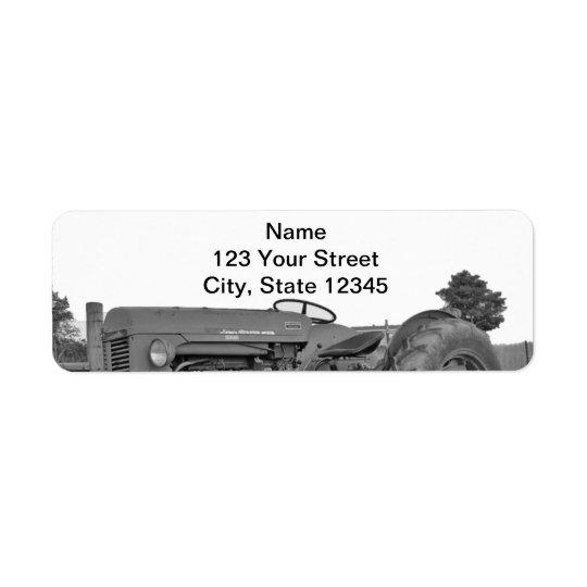 Trator antigo no endereço do remetente preto e etiqueta endereço de retorno