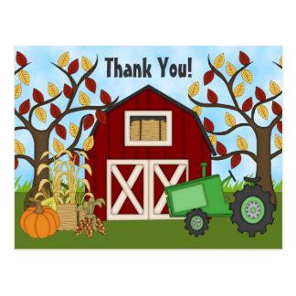 Trator verde bonito e obrigado da fazenda do cartão postal