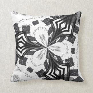 Travesseiro abstrato preto e branco