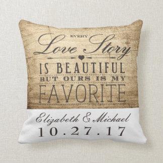 Travesseiro bonito do aniversário de casamento de almofada