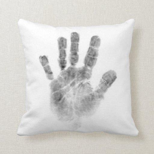 Travesseiro branco com palmprint preto