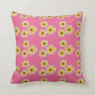 Travesseiro cor-de-rosa bonito com design de almofada