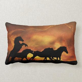 Travesseiro decorativo bonito do cavalo selvagem almofada lombar