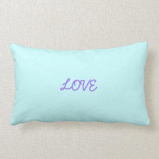 Travesseiro decorativo de flutuação dos corações