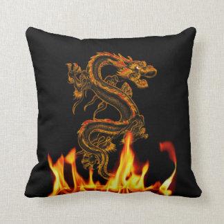 Travesseiro decorativo do dragão do fogo da almofada