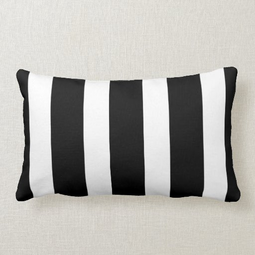 Travesseiro decorativo listrado preto e branco