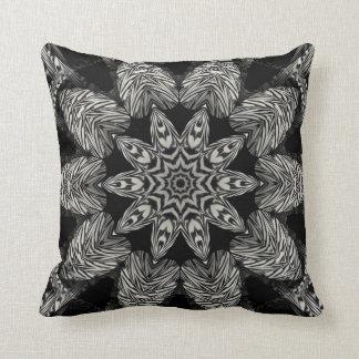 Travesseiro decorativo preto e branco do