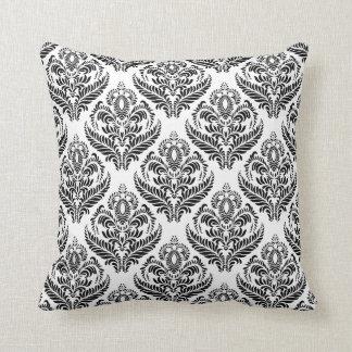Travesseiro decorativo preto e branco do damasco