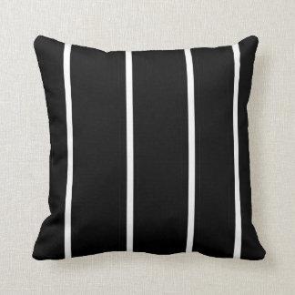 Travesseiro decorativo preto e branco > quadrado
