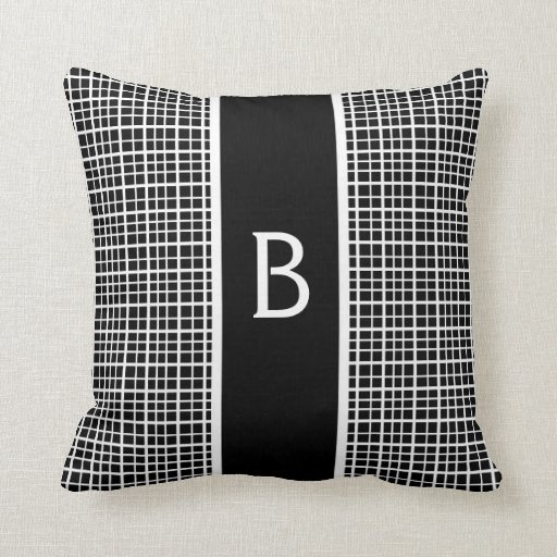 Travesseiro inicial preto e branco