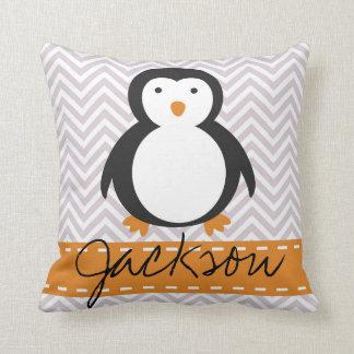 Travesseiro personalizado do pinguim do feriado