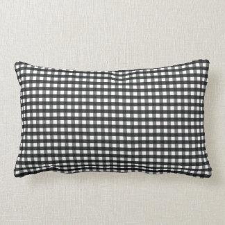 Travesseiro preto & branco da hachura