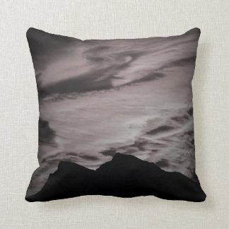 Travesseiro preto & branco do por do sol