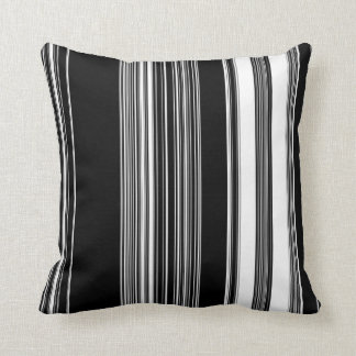 travesseiro preto e branco almofada