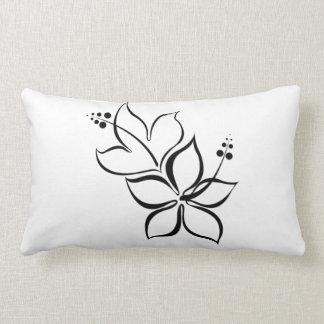 Travesseiro preto e branco da flor tropical