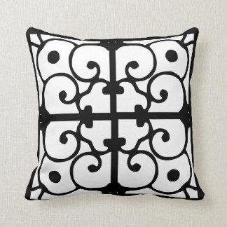 Travesseiro reversível preto e branco