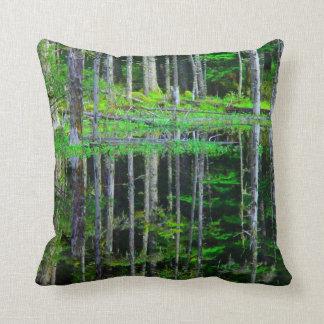 Travesseiro verde abstrato da decoração da almofada