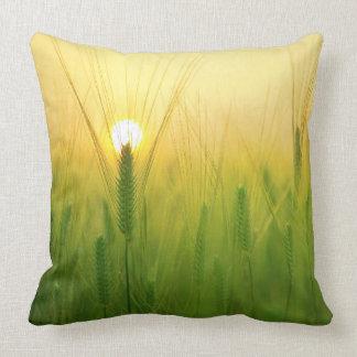 Travesseiro verde cénico do campo almofada