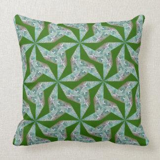 Travesseiro verde com teste padrão geométrico almofada