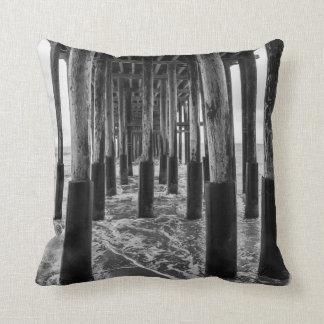 Travesseiros - foto preto e branco do cais