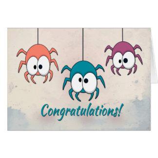 Três aranhas coloridas para felicitações cartão comemorativo