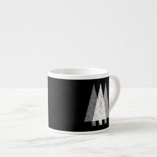 Três árvores em preto e branco. caneca de café