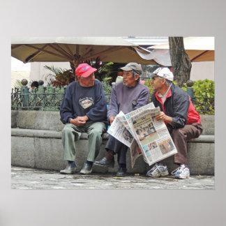 Três homens que falam em Cuenca Impressão