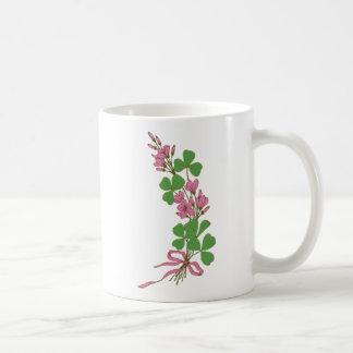 Trevos & flores cor-de-rosa caneca