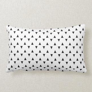 Triângulos preto e branco travesseiros de decoração