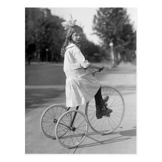 Triciclo antigo Menina, 1913 Cartão Postal