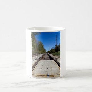 Trilhas do trem de estrada de ferro caneca de café