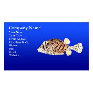 Trunkfish manchado no fundo azul cartão de visita