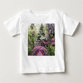 Tshirt A beleza das flores do jardim é um grande cenário