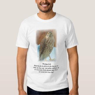 Tshirt com o pássaro da escritura da foto e da