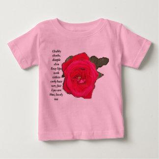 Tshirt cor-de-rosa da criança da flor do mordente