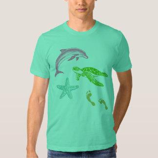 tshirt das pegadas do golfinho, da tartaruga e da
