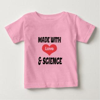 Tshirt do bebê do amor e da ciência