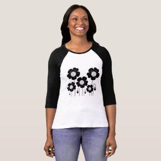 Tshirt dos desenhistas com flores pretas