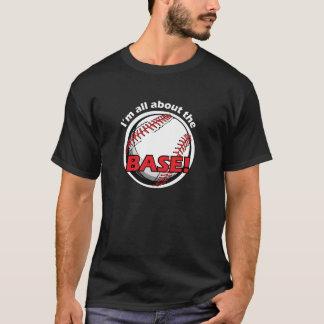 Tshirt gráfico do basebol - Im toda sobre a base