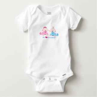 Tshirt Nós amamos o bebê seguro do divertimento da avó