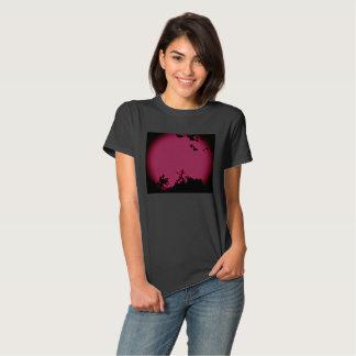 Tshirt preto cor-de-rosa bonito das senhoras da