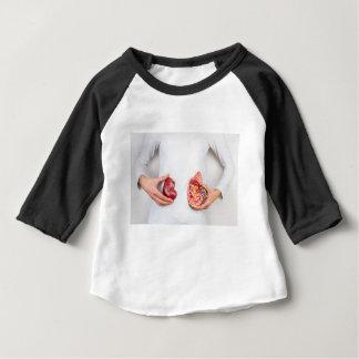 Tshirts Mãos que guardaram o modelo do órgão humano do rim