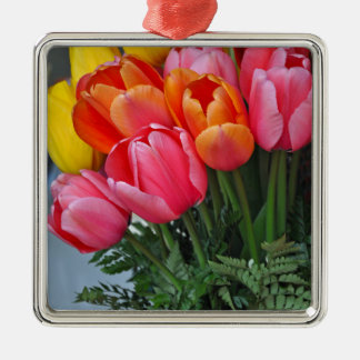 Tulipas coloridas do primavera ornamento quadrado cor prata
