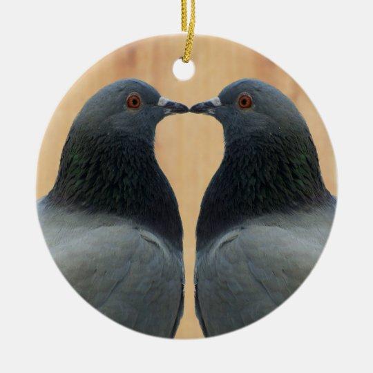 Two Beautiful Pigeons Kissing Ornamento De Cerâmica