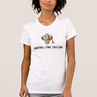 Two_Sisters, coleções étnicas de Habibatique Camisetas